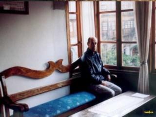 Georg im Lesezimmer