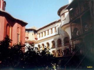 Der Innenhof von Karaklaou