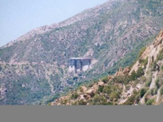 Im Hintergrund Agios Petras